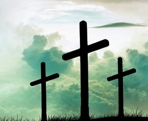 Kreuze vor offenem Himmel
